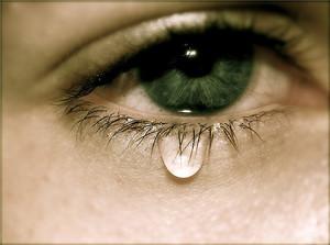 Слезы сами льются