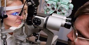 Описание лазерной хирургии для лечения глаукомы глаз