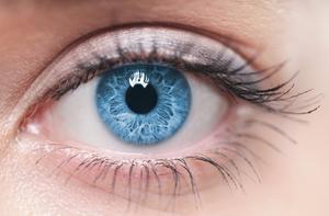 Голубое око человека